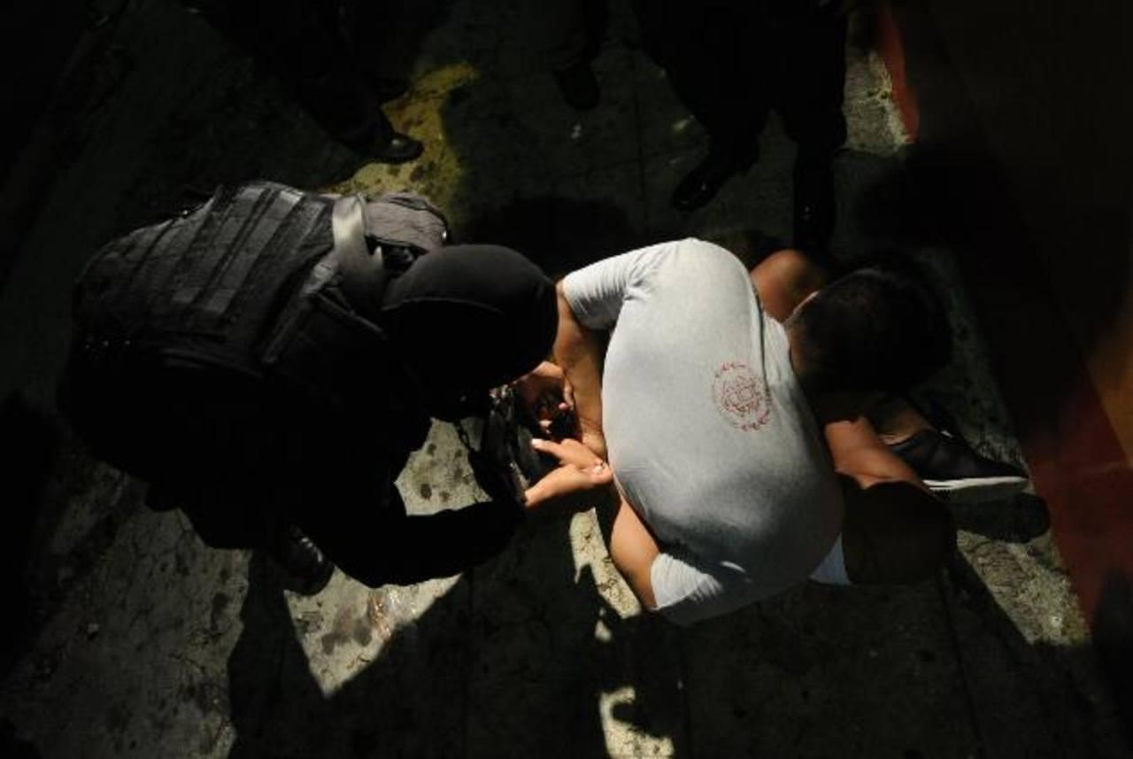 El Fiscal General y el director de la Policía advirtieron que seguirán con los operativos de capturas de pandilleros que tienen cuentas pendientes con la justicia. Foto EDH / Archivo.
