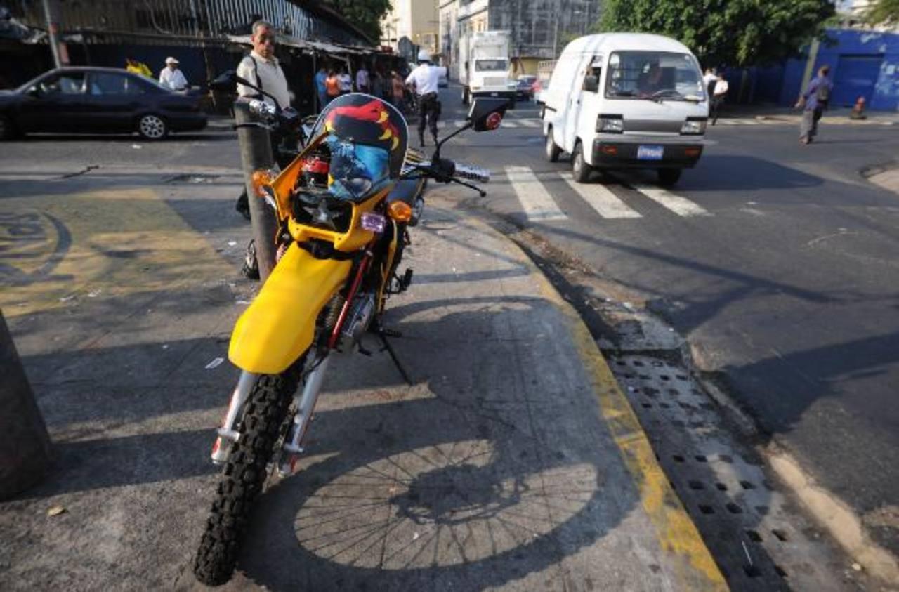 El hecho ocurrió ayer en la mañana en el centro capitalino. Foto EDH / Claudia Castillo.