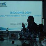 El magistrado presidente del TSE explica a diputados el detalle de gastos de las elecciones de 2014. Foto EDH / jorge reyes