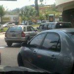 Este otro accidente vial ocurrió en la zona del Árbol de La Paz, San Salvador. FOTO EDH cortesía gontta2 Patty Fiallos