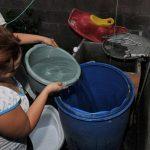 Anda recomendó a los pobladores de Soyapango abastecerse de agua. Foto/ Archivo