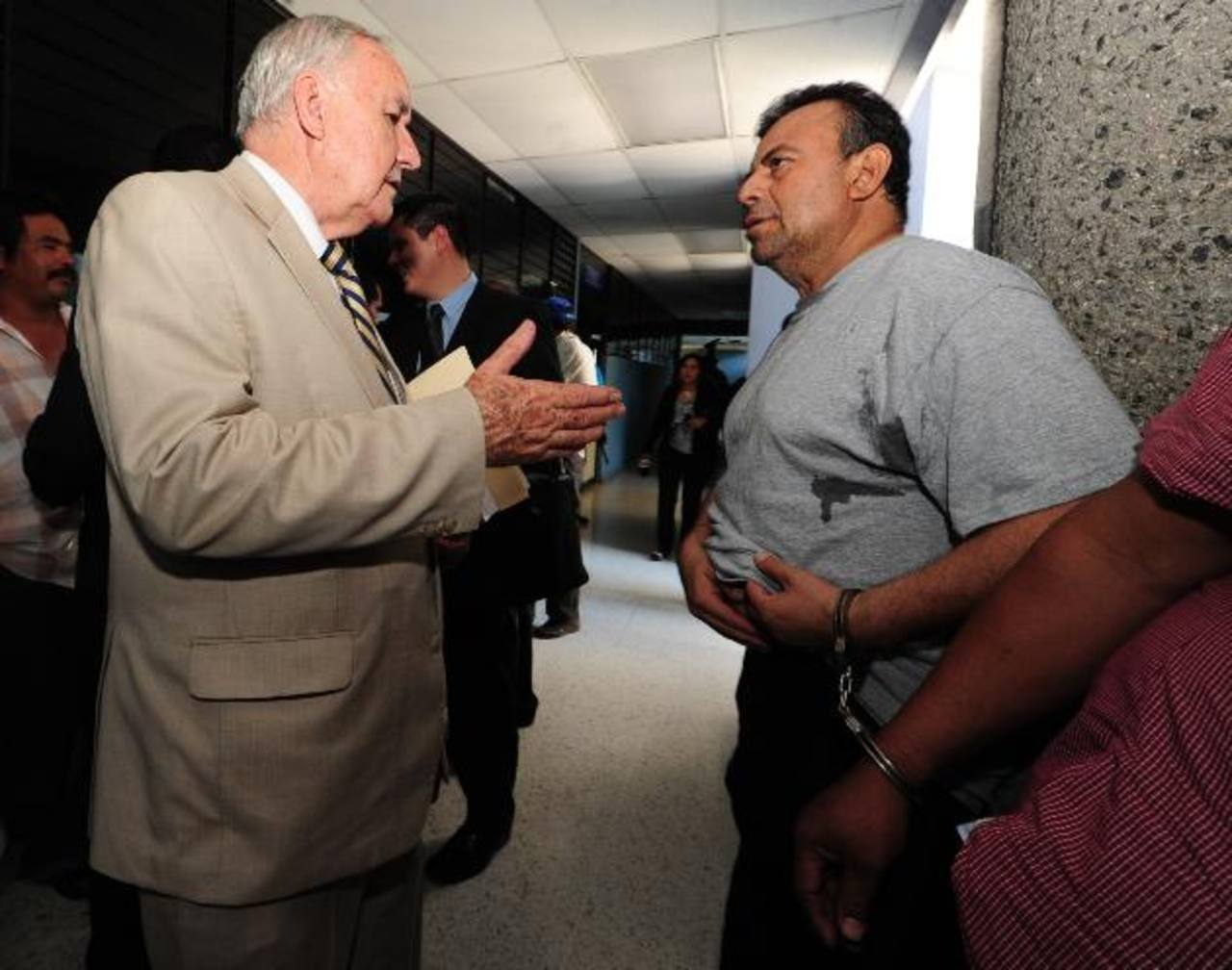 Nelson García (izquierda) es uno de los abogados defensores de Jorge Ulloa Sibrián (derecha). foto edh / mauricio cáceres