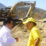 El viceministro de transporte, Nelson García, y el ministro de Obras Públicas, Gerson Martínez, supervisaron las obras de terracería para la terminal en Soyapango. Foto EDH / Archivo