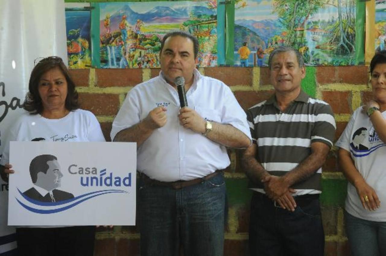 El candidato presidencial, Elías Antonio Saca inauguró la casa de Unidad de Tonacatepeque. foto edh / claudia castillo