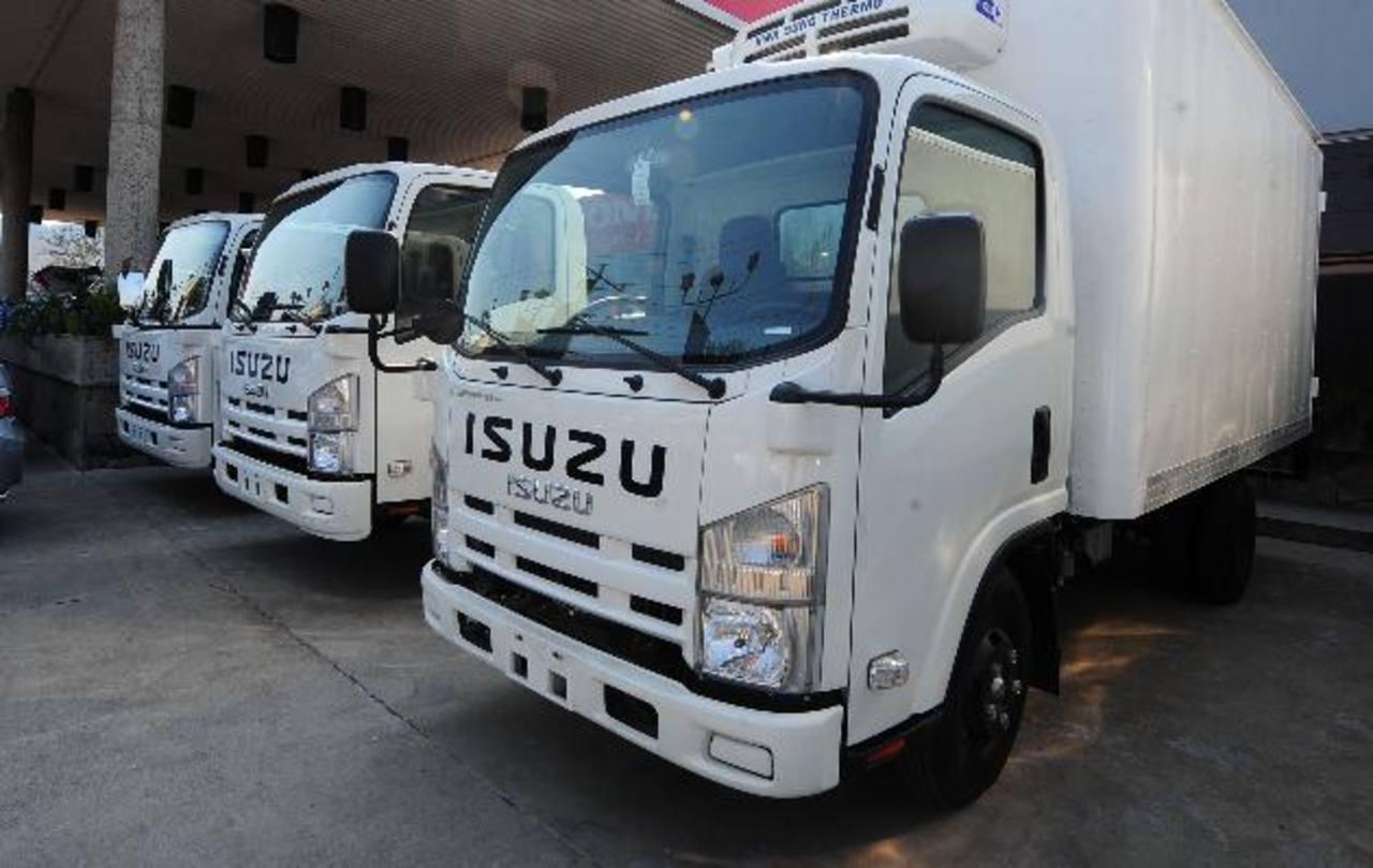 En CrediQ los camiones en flota tienen mucha demanda por empresas. Foto EDH / L. lemus