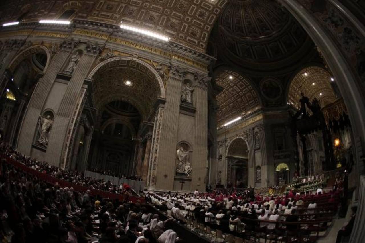 El Papa Francisco preside el Viernes Santo su primer Vía Crucis, celebrado en el Coliseo romano, como líder de la Iglesia Católica. Foto EDH / EFE
