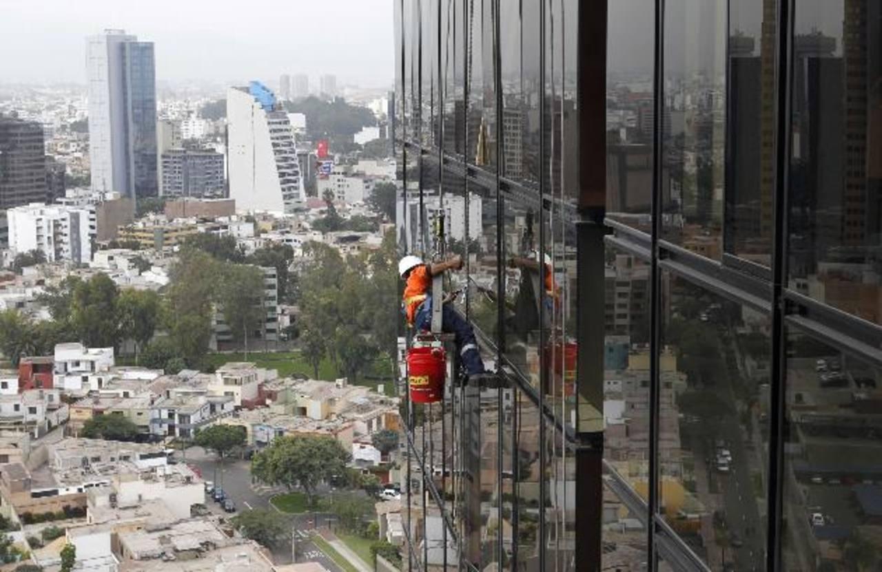Pese a su repunte económico de los últimos años, Perú aún mantiene déficit en infraestructura y educación. edh/archivo
