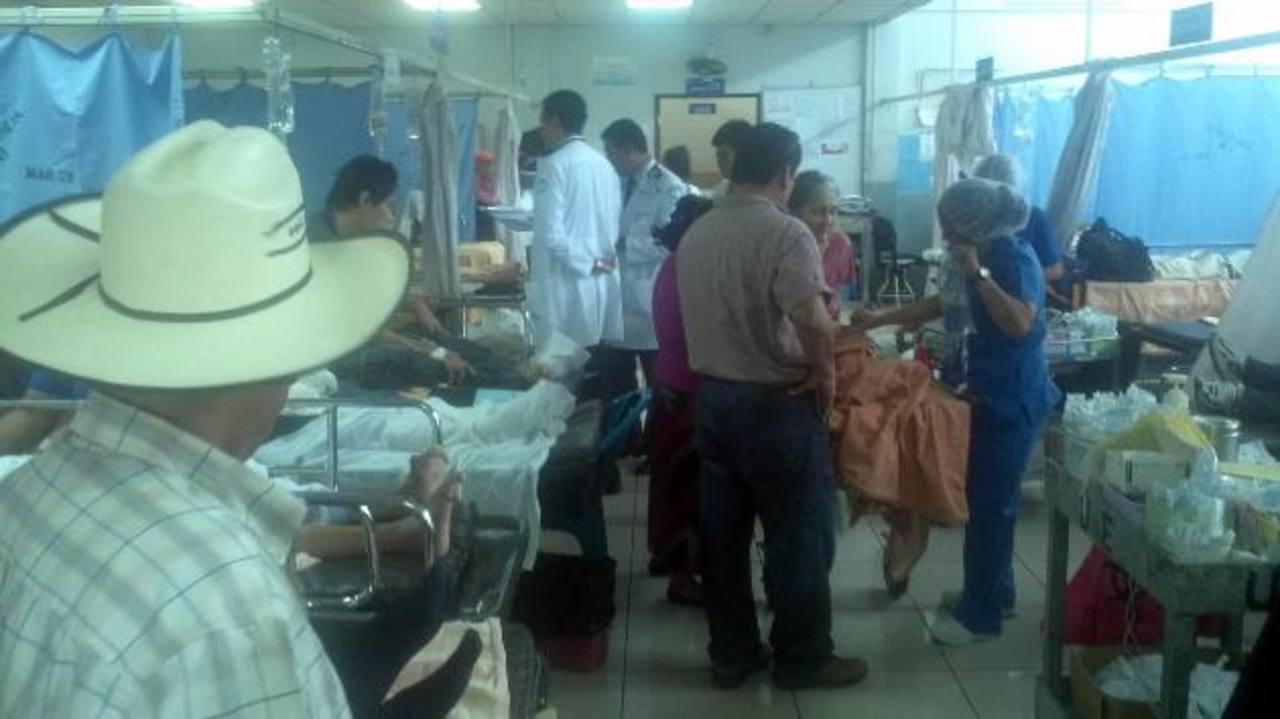 La Sala de Emergencias del Rosales saturada por personas con daño en los riñones. Foto EDH