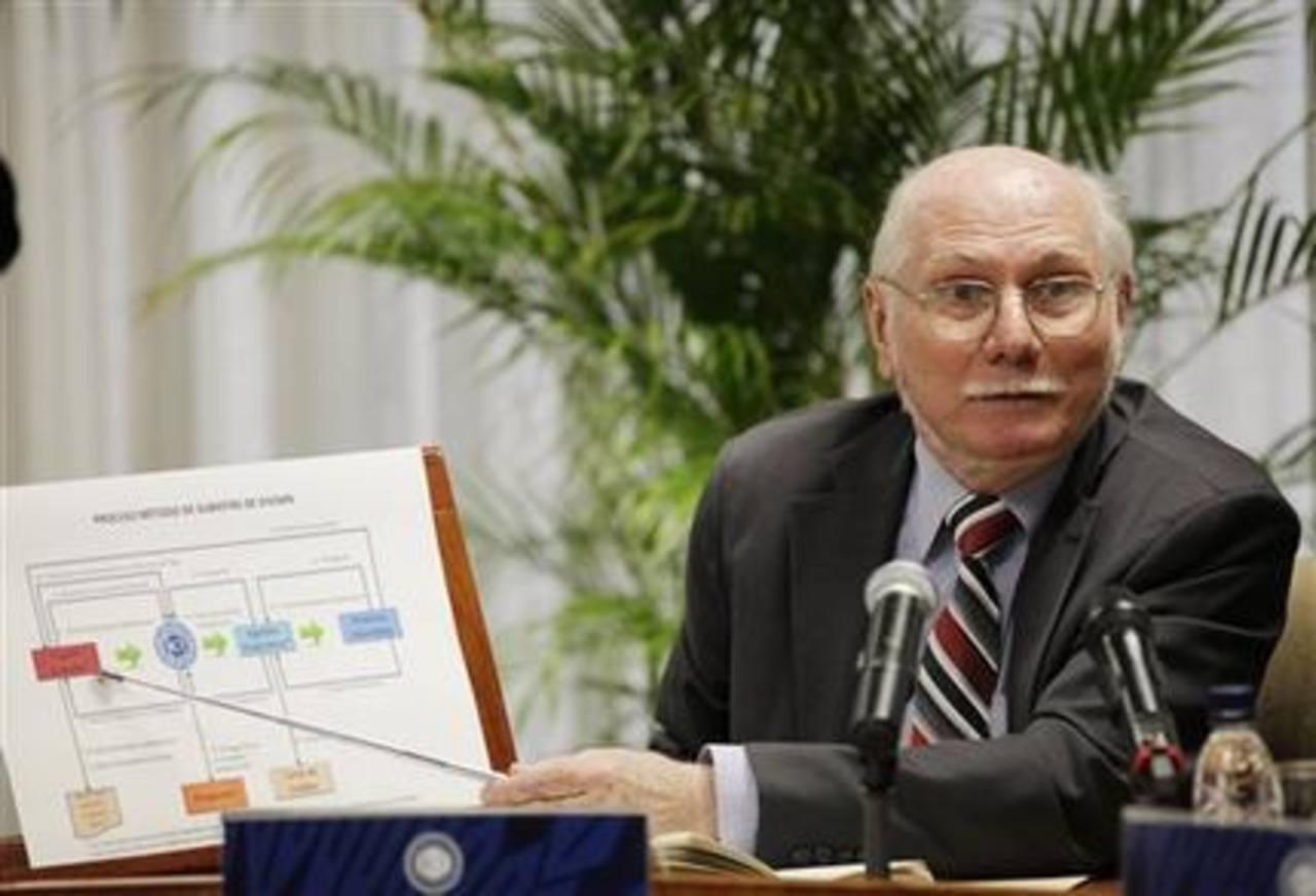 El ministro de Planificación y Finanzas Jorge Giordani anuncia que el gobierno entregará divisas a través de subastas, que comenzarán a partir de la próxima semana