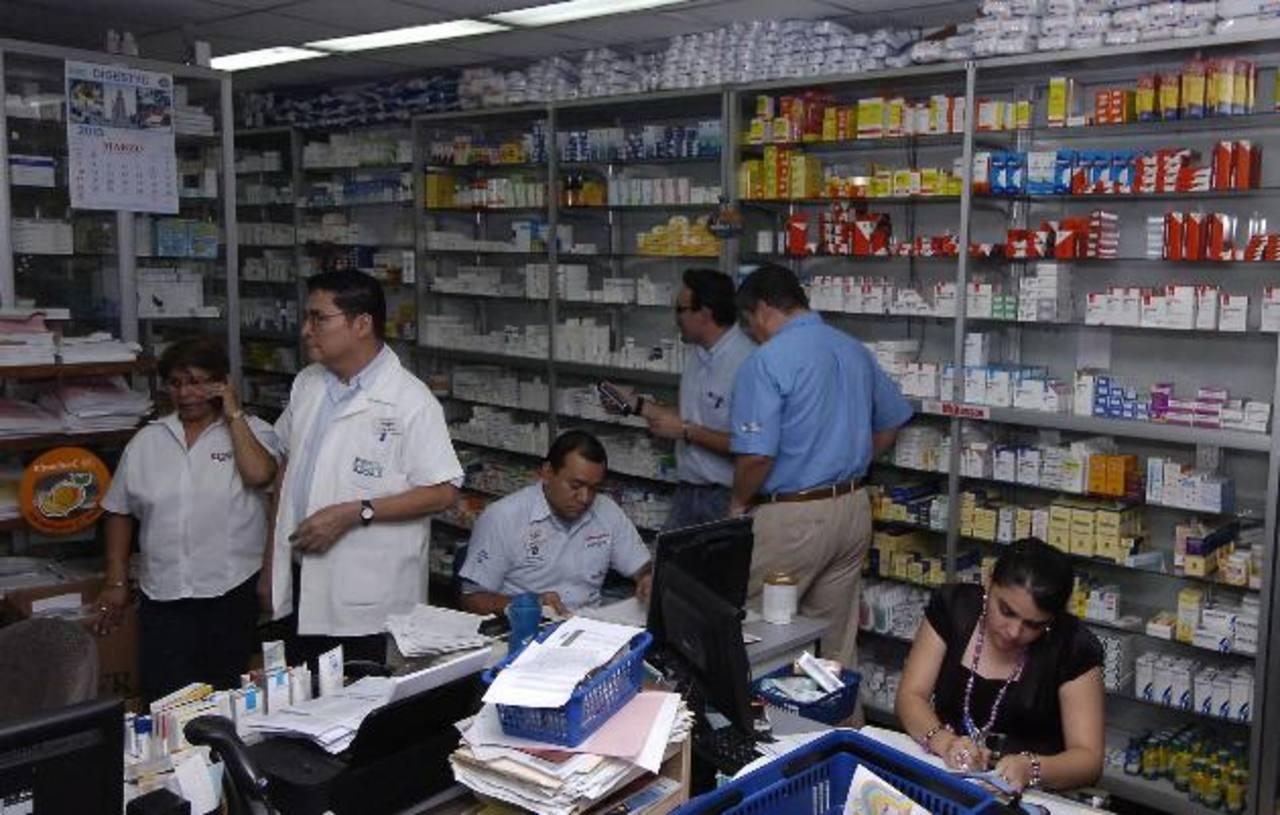 Según la Dirección de Medicamentos, el 4 de abril los productos deberán tener las nuevas etiquetas. Foto EDH / René Estrada