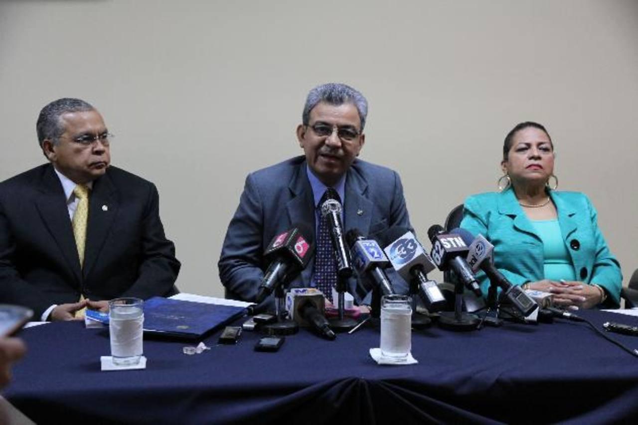 El presidente de la CSJ, Salomón Padilla, fue acompañado por los magistrados Ovidio Bonilla y Evelyn Núñez. Foto / Cortesía