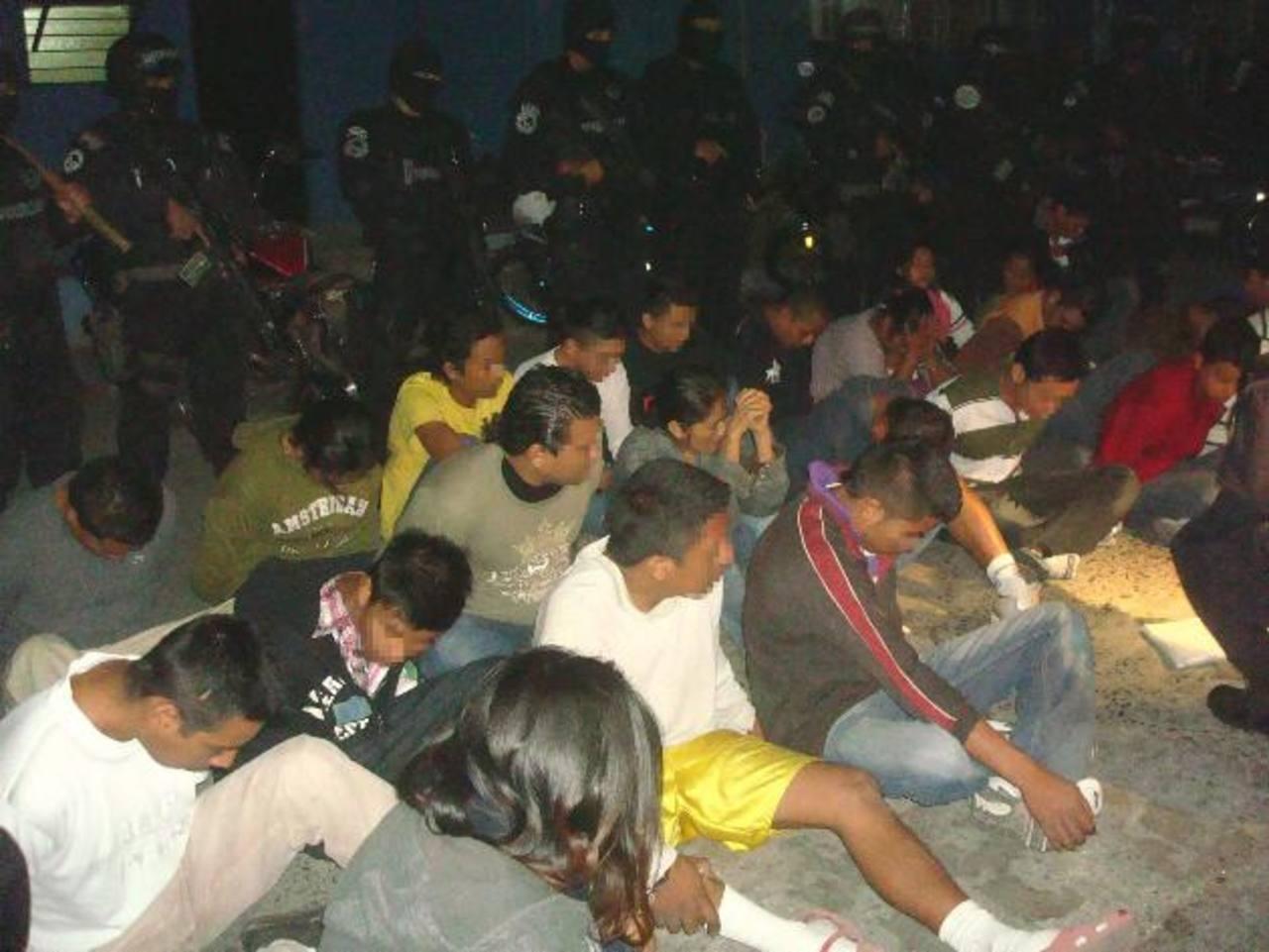 Los 48 imputados serán presentados en un Juzgado Especializado de San Salvador. Foto EDH