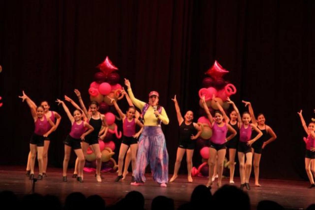 """Escuela de Danza """"Jazzing Dance Studio"""" durante la primera edición de """"Mi corazón baila por ti"""". Tía Bubu estará de nuevo."""