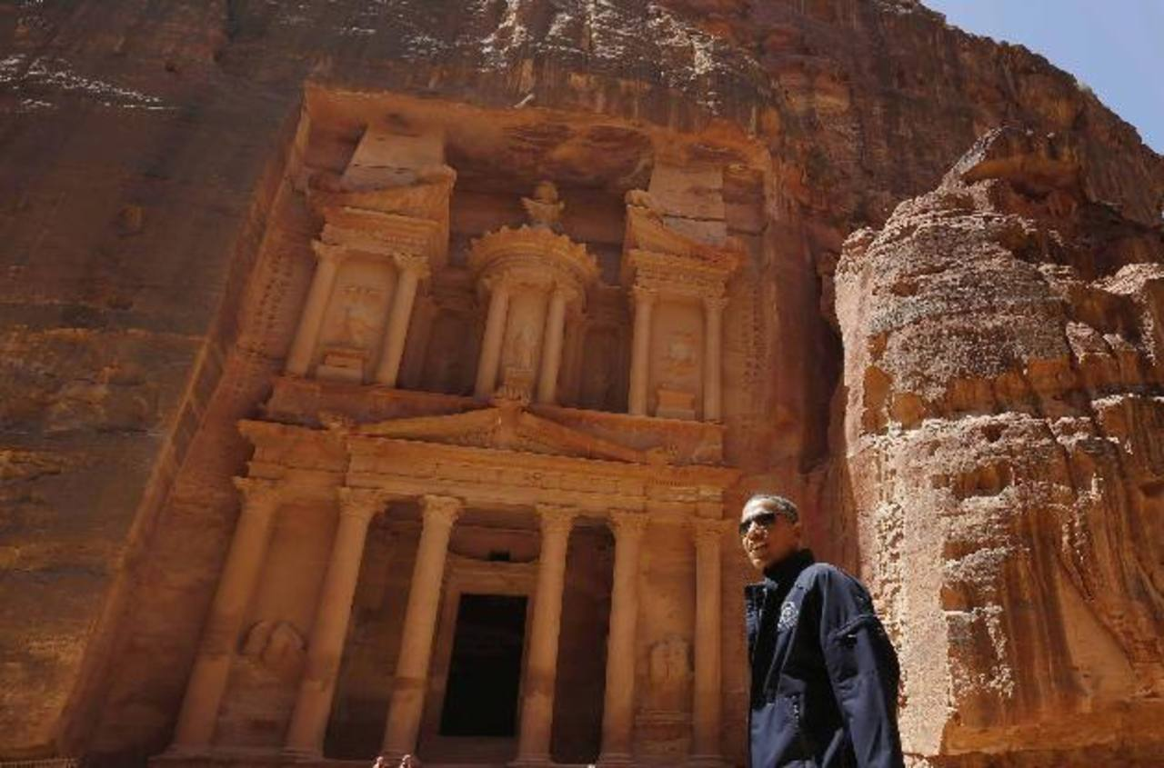 Obama visitó ayer la ciudad antigua de Petra, Jordania.