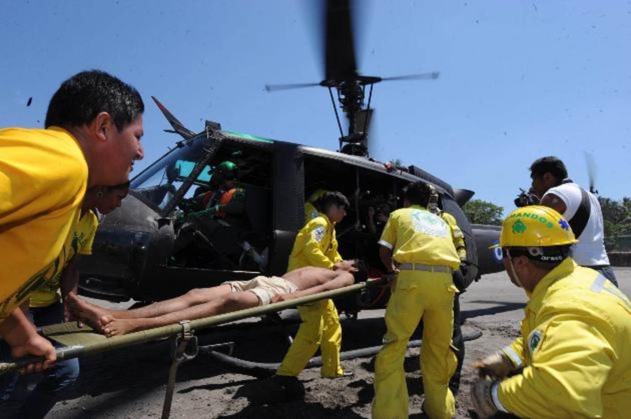 Comandos de Salvamento realizan simulacro de rescate en playa El Majahual, La Libertad. Foto/ Archivo