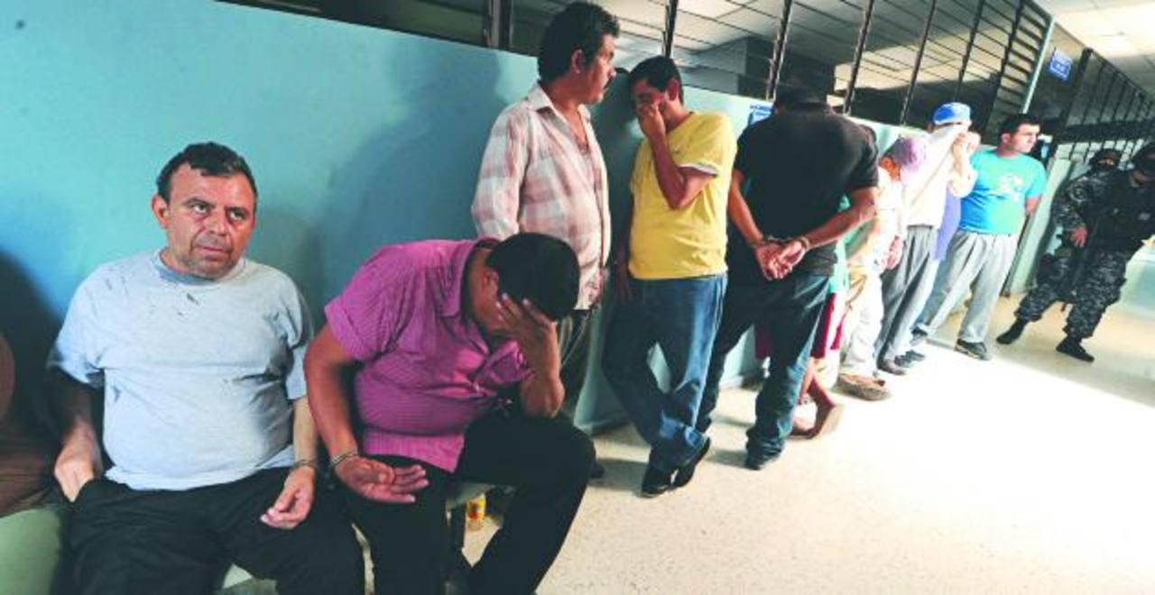 El supuesto capo salvadoreño y sus presuntos cómplices fueron acusados el lunes en un juzgado de paz de San Salvador. Foto EDH / Mauricio Cáceres