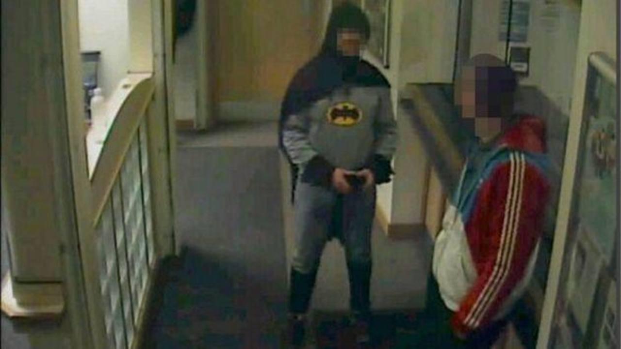 Se viste de Batman y atrapa a sospechoso