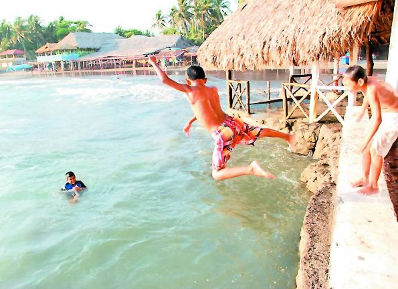 Los restauranteros, esperan que lleguen más turistas en las vacaciones de semana santa. Foto EDH / archivo