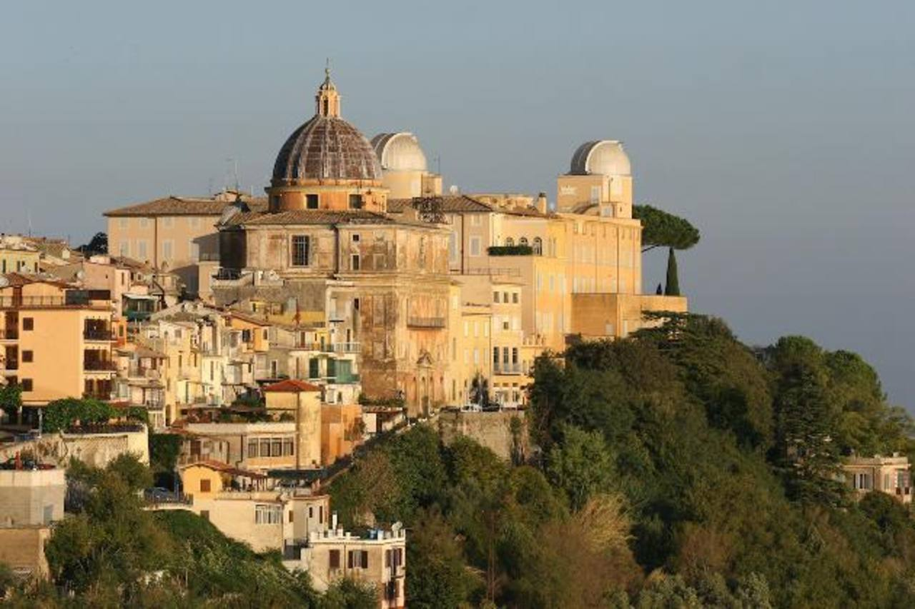 El pontífice retirado permanece en Castel Gandolfo desde el pasado 28 de febrero. foto edh / internet