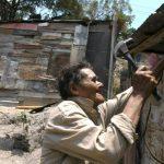 A pesar de que Nicaragua ha estado atrayendo inversión, la pobreza abate a miles que no tienen casa. foto edh/ archivo