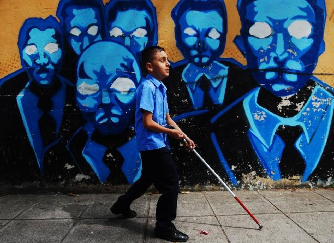 Los no videntes exigen mejoras. Foto EDH / Marlon Hernández