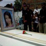 Iris Martínez fue sepultada en el cementerio general de Soyapango, municipio donde residía. Foto vía Twitter Jaime Anaya