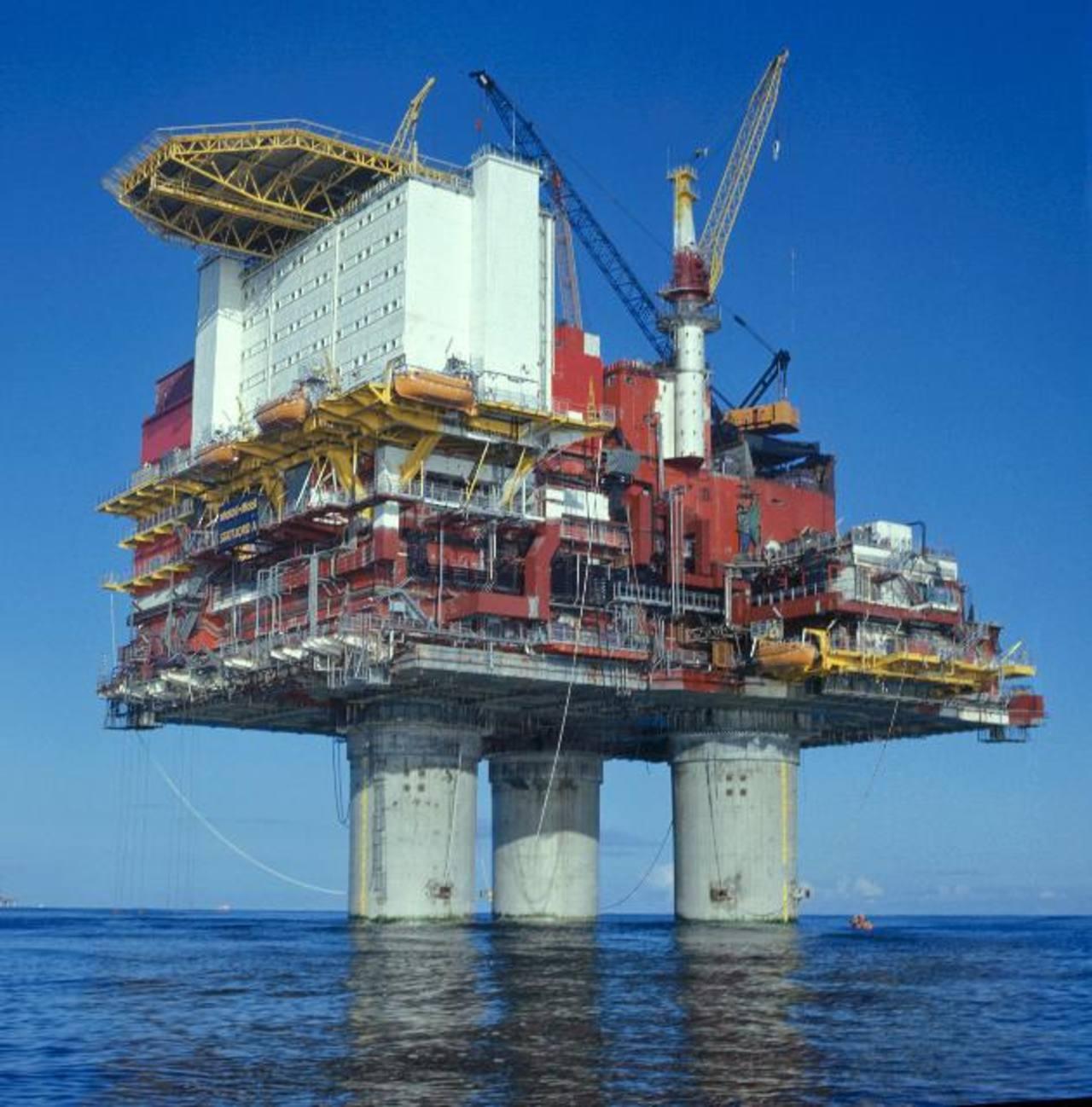 El precio del petróleo por barril subió 0.77 por ciento.