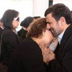 El presidente de Irán Mahmoud Ahmadinejad consuela a la madre de Hugo Chávez, Elena Frías, durante las ceremonias fúnebres del presidente venezolano el 8 de marzo del 2013 en Caracas. Foto/ AP