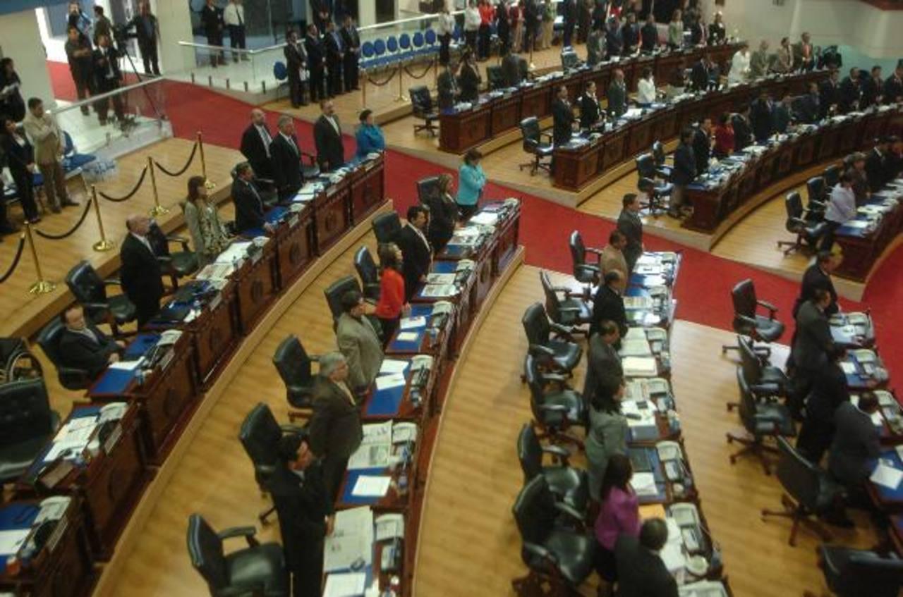 asamblea legislativa. Los diputados guardaron ayer un minuto de silencio por la muerte de Hugo Chávez.