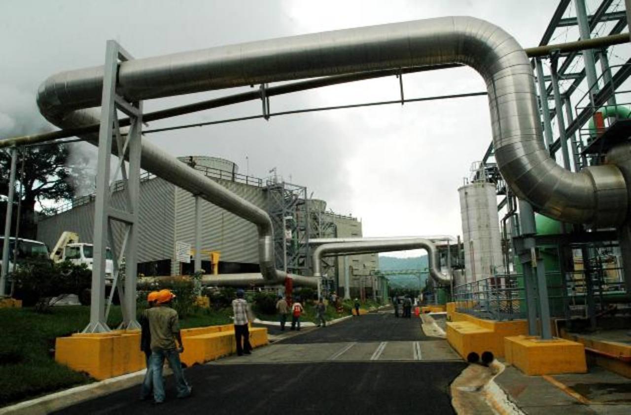 La planta geotérmica de Berlín, Usulután, genera energía a través de varios pozos de los que se obtiene el vapor. Foto edh / Archivo