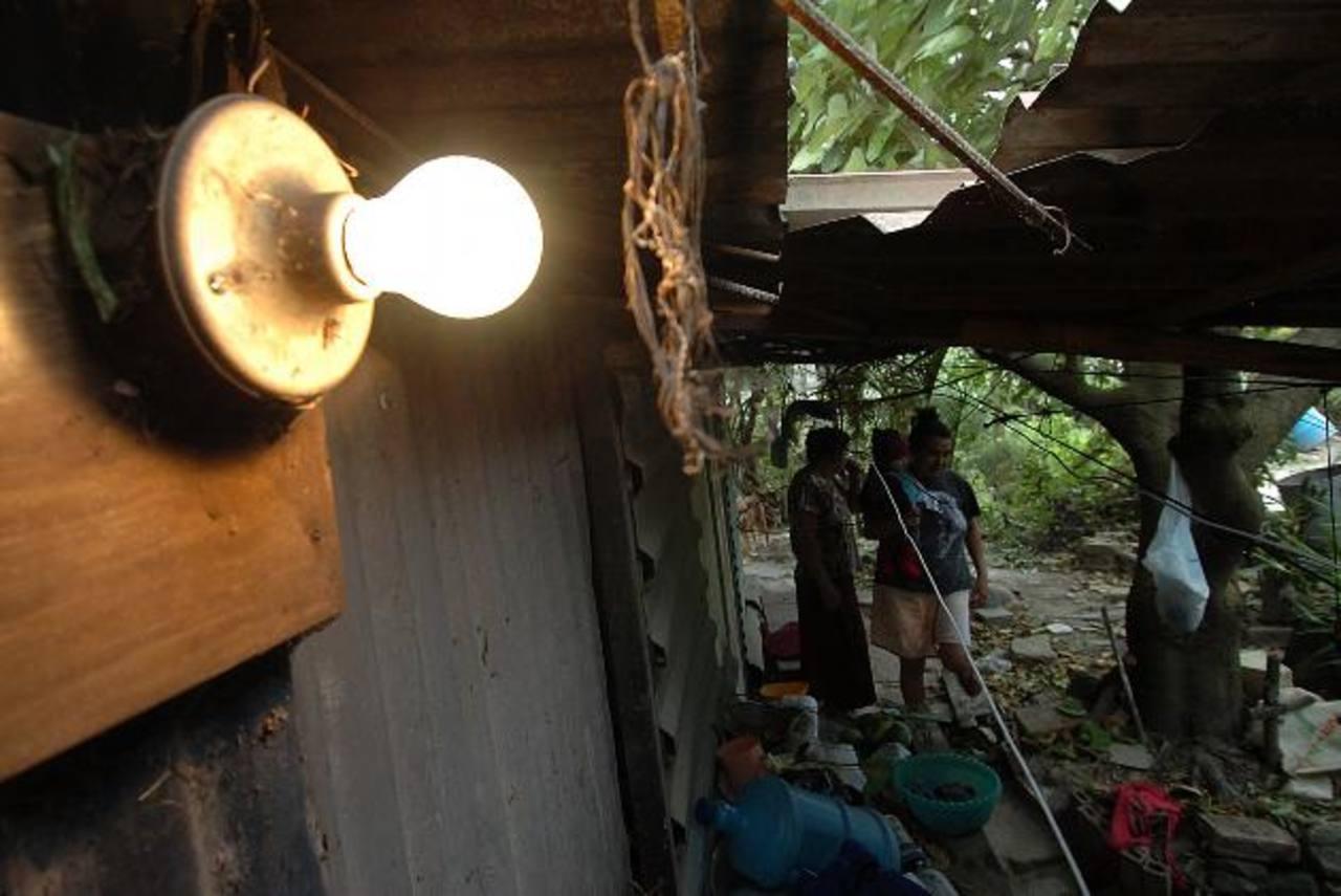 El subsidio a la energía eléctrica es uno de los que aún pueden focalizarse, recomendó el BID. foto EDH / archivo