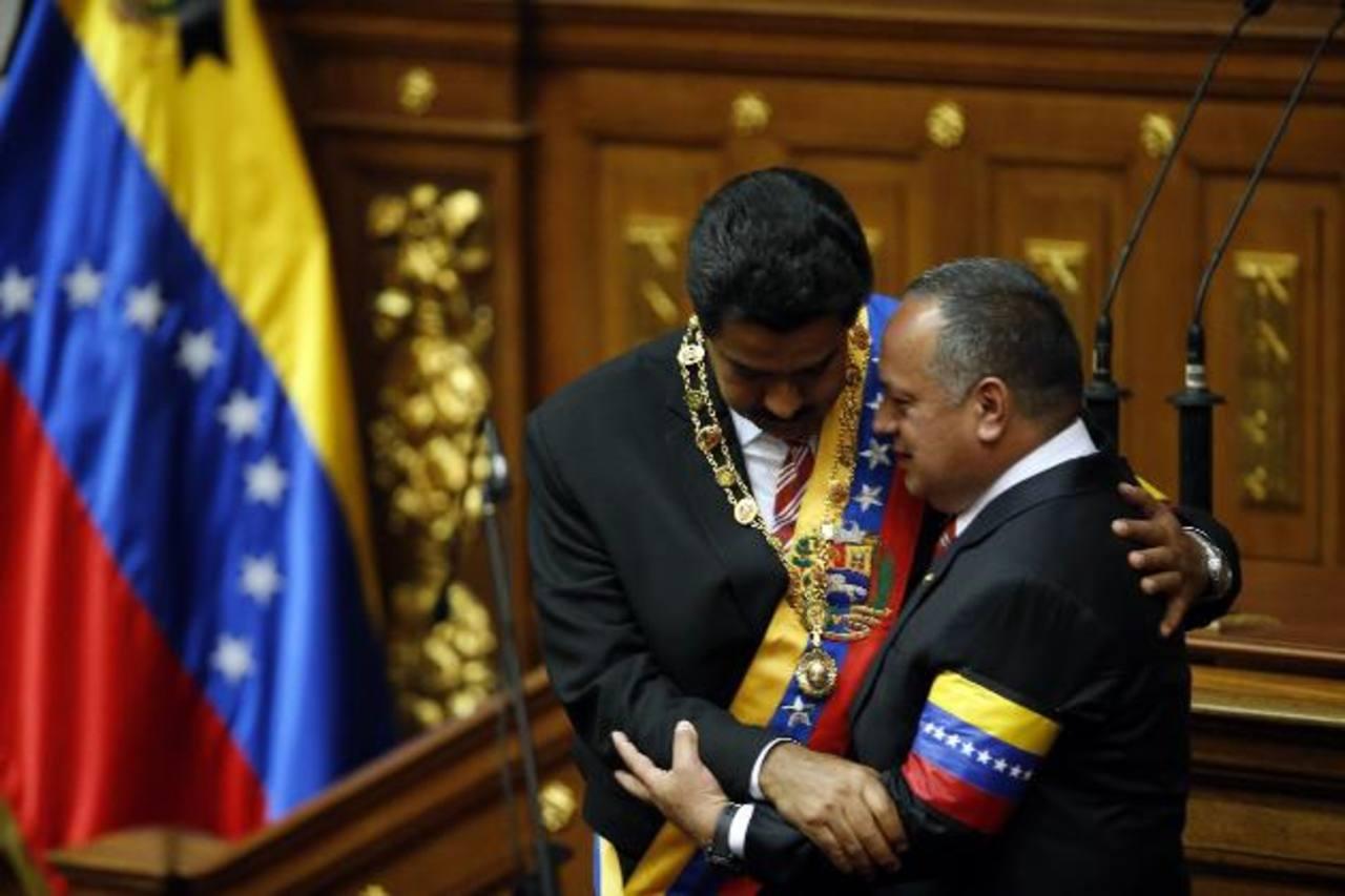 """Maduro jura como """"presidente encargado"""" Venezuela"""