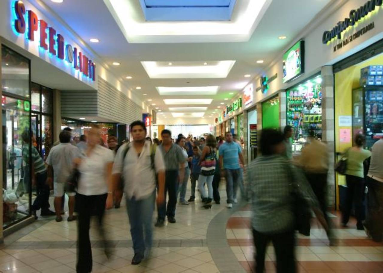 De acuerdo con el presidente de Camarasal, el sector debe defender la libertad de empresa. foto edh / archivo