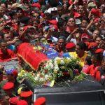 Este féretro no llevaba los restos de Chávez, afirma ABC. FOTO EDH Agencias.