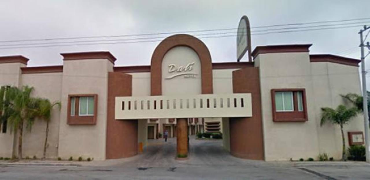 Cuarto por cuarto asaltan motel en Monterrey