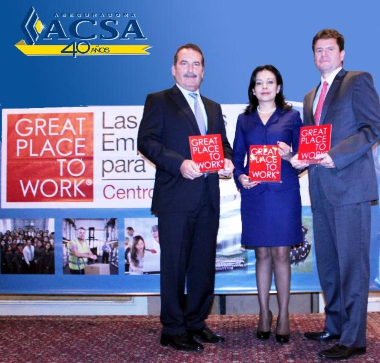 De izq. der.: Luis Escalante, presidente de ACSA; Doris de García y Carlos Fernández, de ACSA.