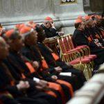 Los 115 cardenales que podrán elegir al Papa se someterán a un proceso de meditación sin interrupciones en la capilla Sixtina para tomar la mejor decisión. foto edh /efe Federico Lombardi encargado de enviar la convocatoria oficial a los cardenales.