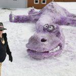 En Metamora, Indiana, los pobladores construyeron un dinasaurio de nieve, media al menos 17 pies