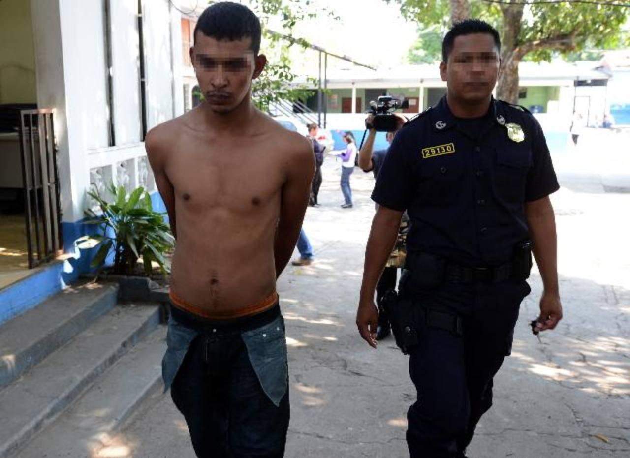 Las autoridades aún desconocen hacia qué zonas era llevada la droga para luego ser distribuida. La detención tuvo lugar en la zona conocida como El Poliedro. Foto EDH / Jaime Anaya