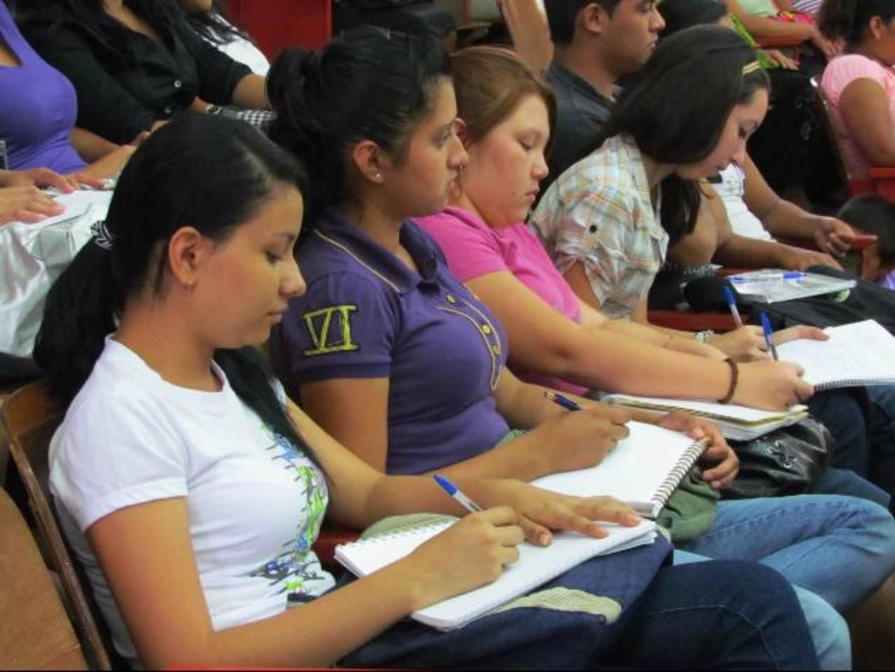 La actividad se llevó a cabo en la sede de la Universidad de El Salvador en Santa Ana. Foto EDH / Mauricio Guevara