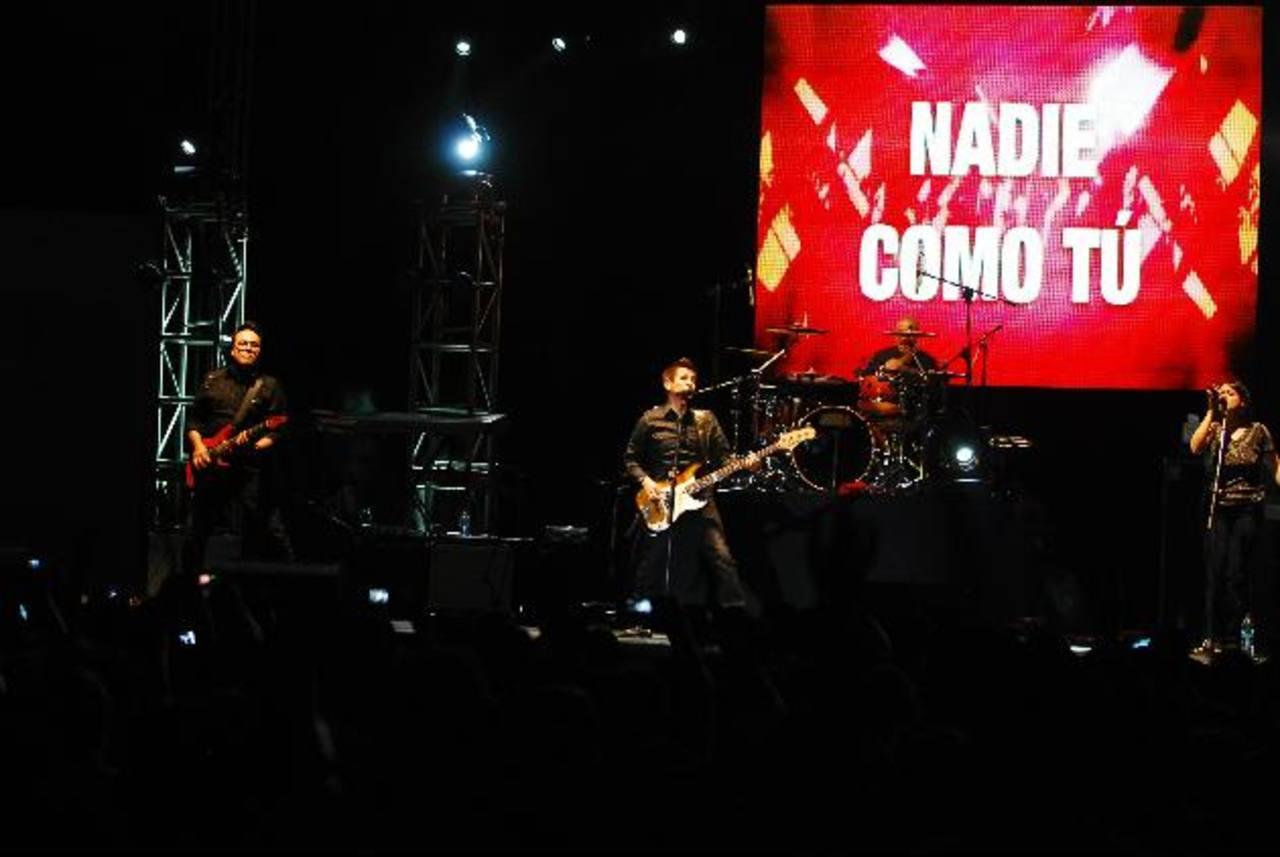 El anfiteatro de la Feria Internacional fue abarrotado para despedir a la banda mexicana, Rojo. fOTOS EDH / René Estrada