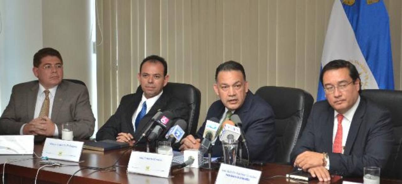 Forman la comisión Guillermo Parada, Nelson Rodríguez y Saúl Morales. Foto EDH / Cortesía FGR