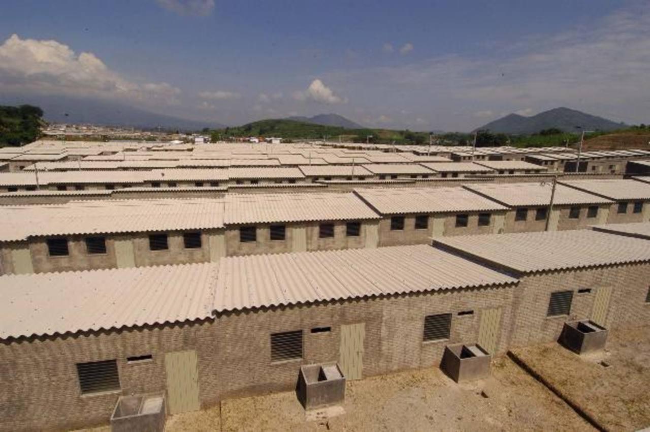 Muchos proyectos gubernamentales en el rubro de vivienda todavía están inconclusos. Foto EDH / Archivo