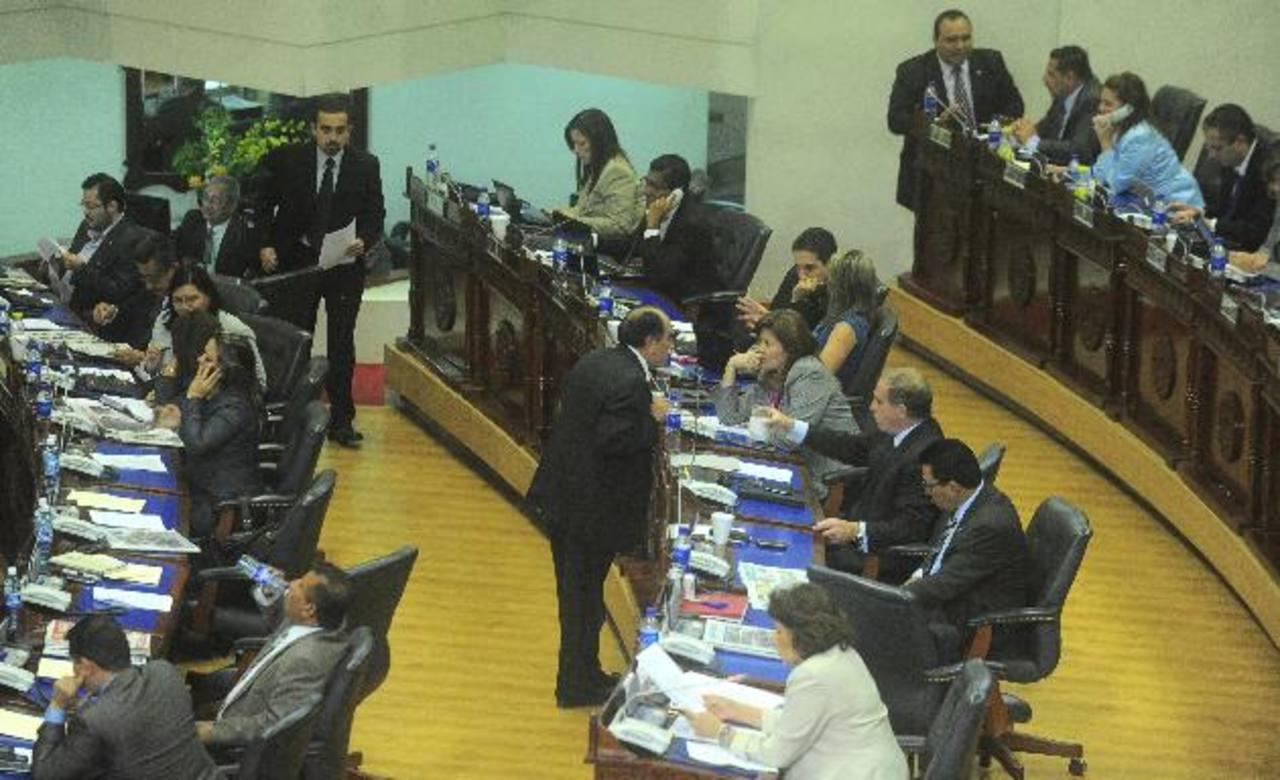 Los diputados ni siquiera agendaron en la sesión plenaria de ayer la petición del titular de Fonavipo. foto EDH /Ómar carbonero