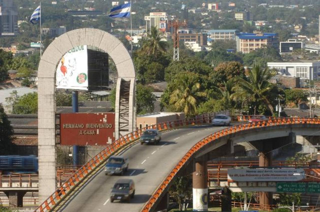 El Fovial anunció recientemente que este año titularizará $100 millones. Foto EDH /archivoCentro comercial Mega Plaza de Sonsonate, que fue financiado con recursos captados de la titularización foto EDH /archivo