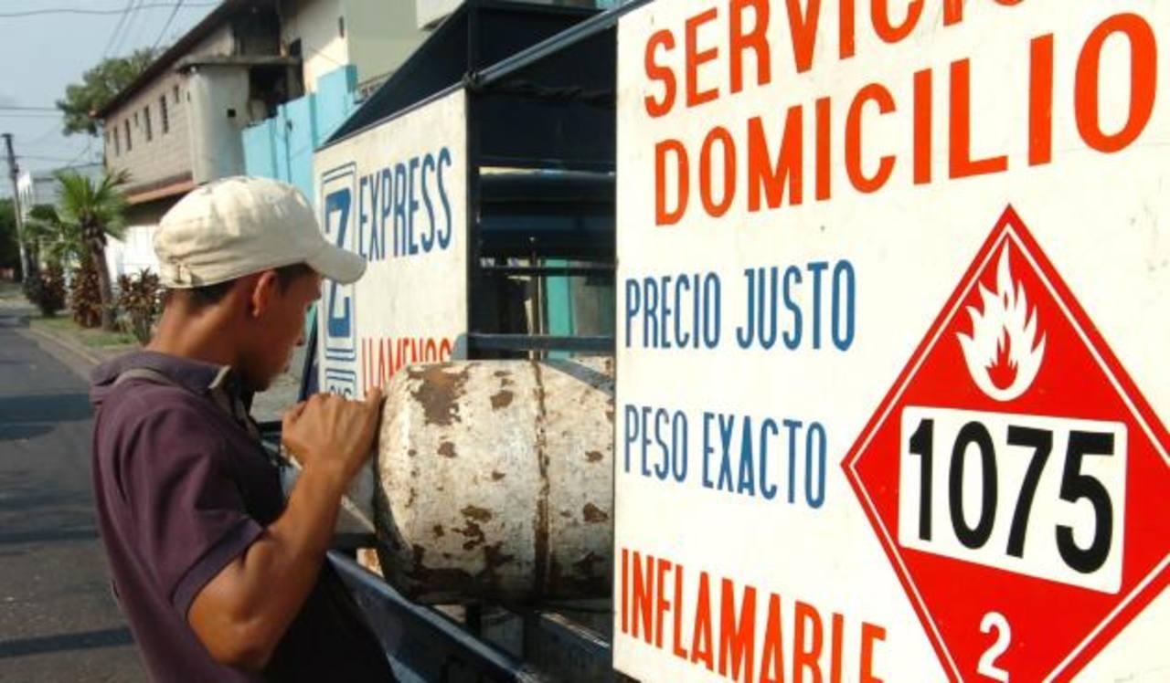 Las reducciones de precios favorecerán también la cadena de distribución y comercialización del gas. Foto EDH /archivo