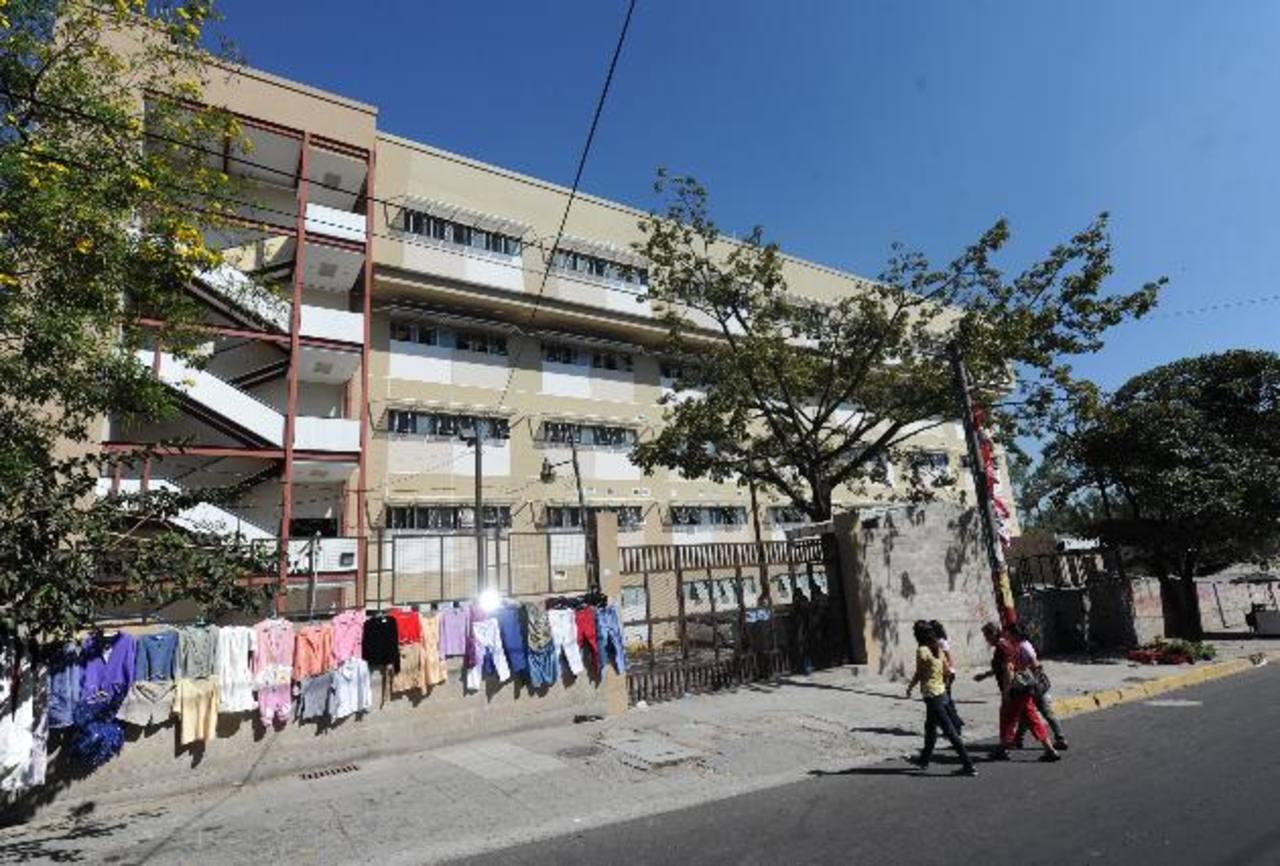 Fachada del Policlínico Zacamil del Instituto Salvadoreño del Seguro Social. Foto EDH /