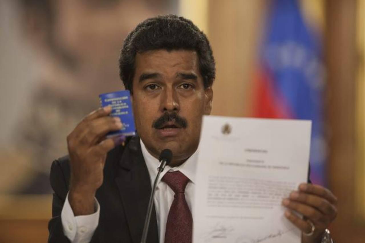 El oficialista Nicolás Maduro cambió de postura y ya no se mostró a favor del recuento de los votos tal y como se comprometió el domingo. Foto EDH / efe