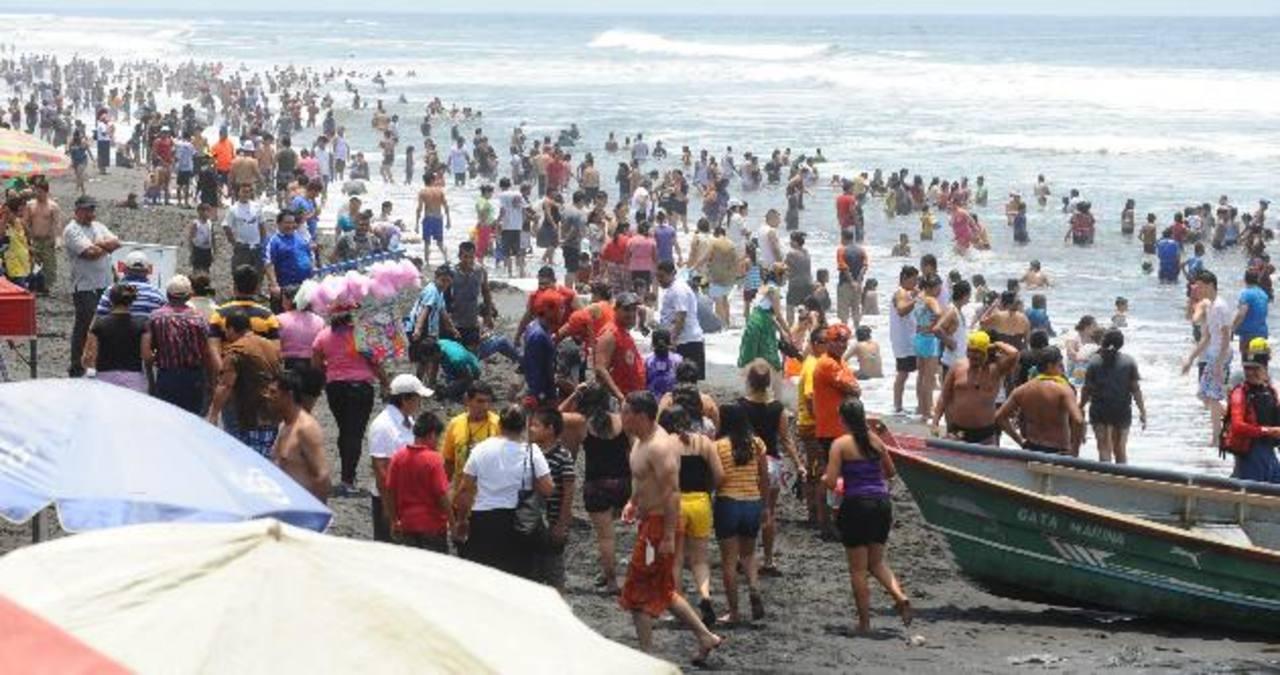Muchos salvadoreños disfrutaron en las playas durante las vacaciones de Semana Santa. Foto/ Archivo
