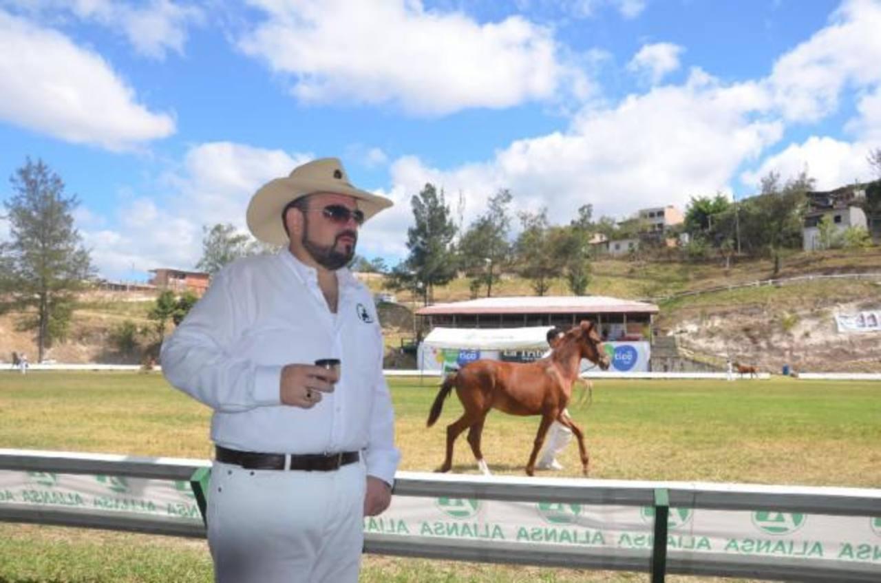 La policía allanó dos residencias y otras propiedades en San Pedro Sula de Miguel Handal.